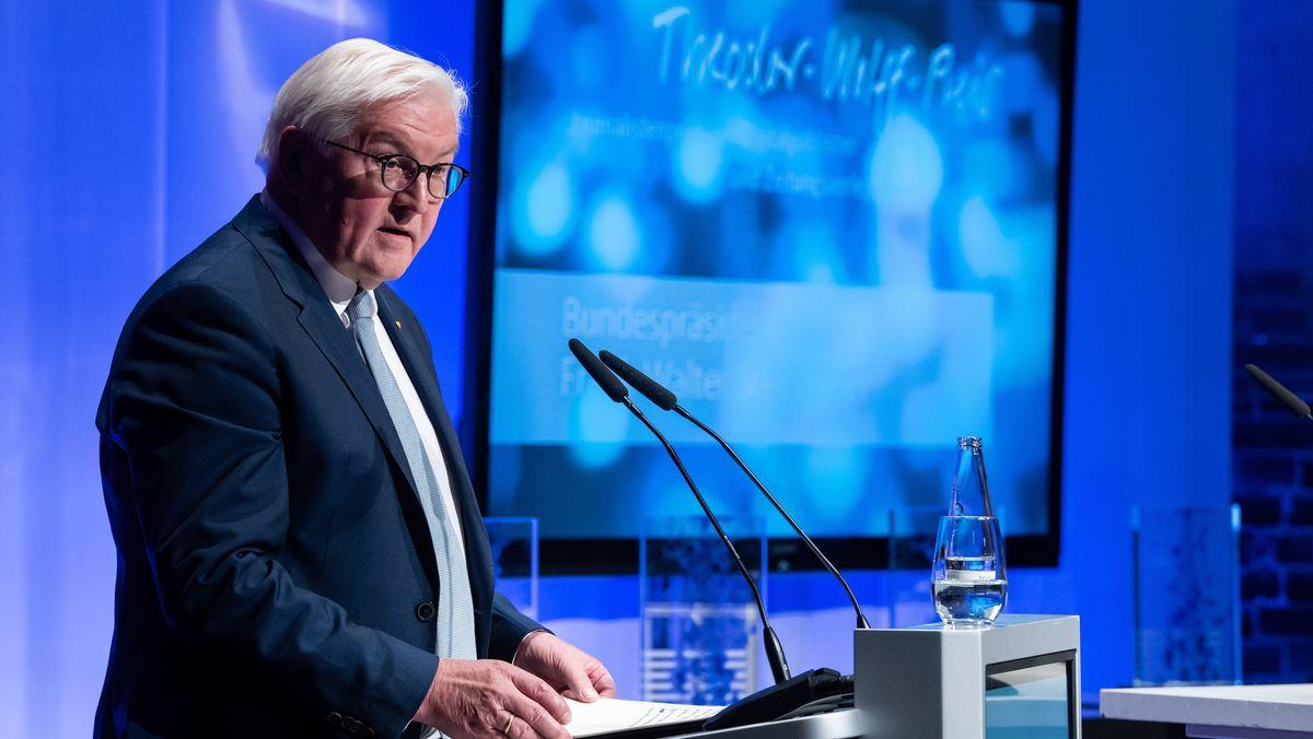 Bundespräsident Frank-Walter Steinmeier bei der Verleihung des Theodor-Wolff-Preises. Er hält das Grußwort