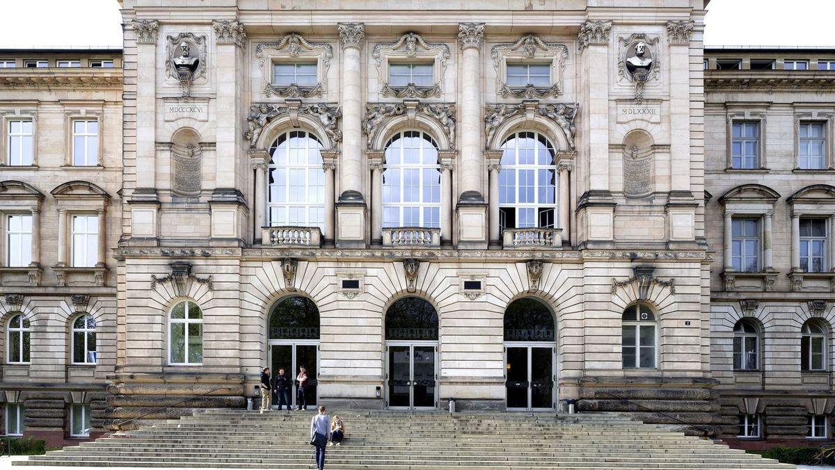Eingangsbereich Julius-Maximilians-Universität Würzburg