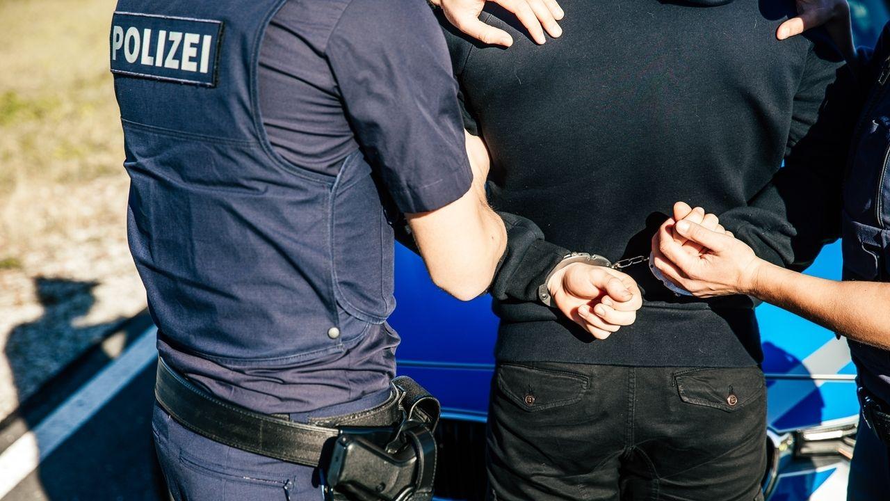 Symbolbild Polizei, Festnahme