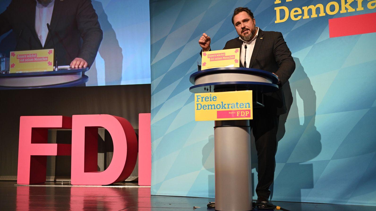 Nach der Wiederwahl von Daniel Föst als FDP-Landesvorsitzender, diskutieren die Parteitagsdelegierten heute über den Leitantrag zur Kommunalwahl.