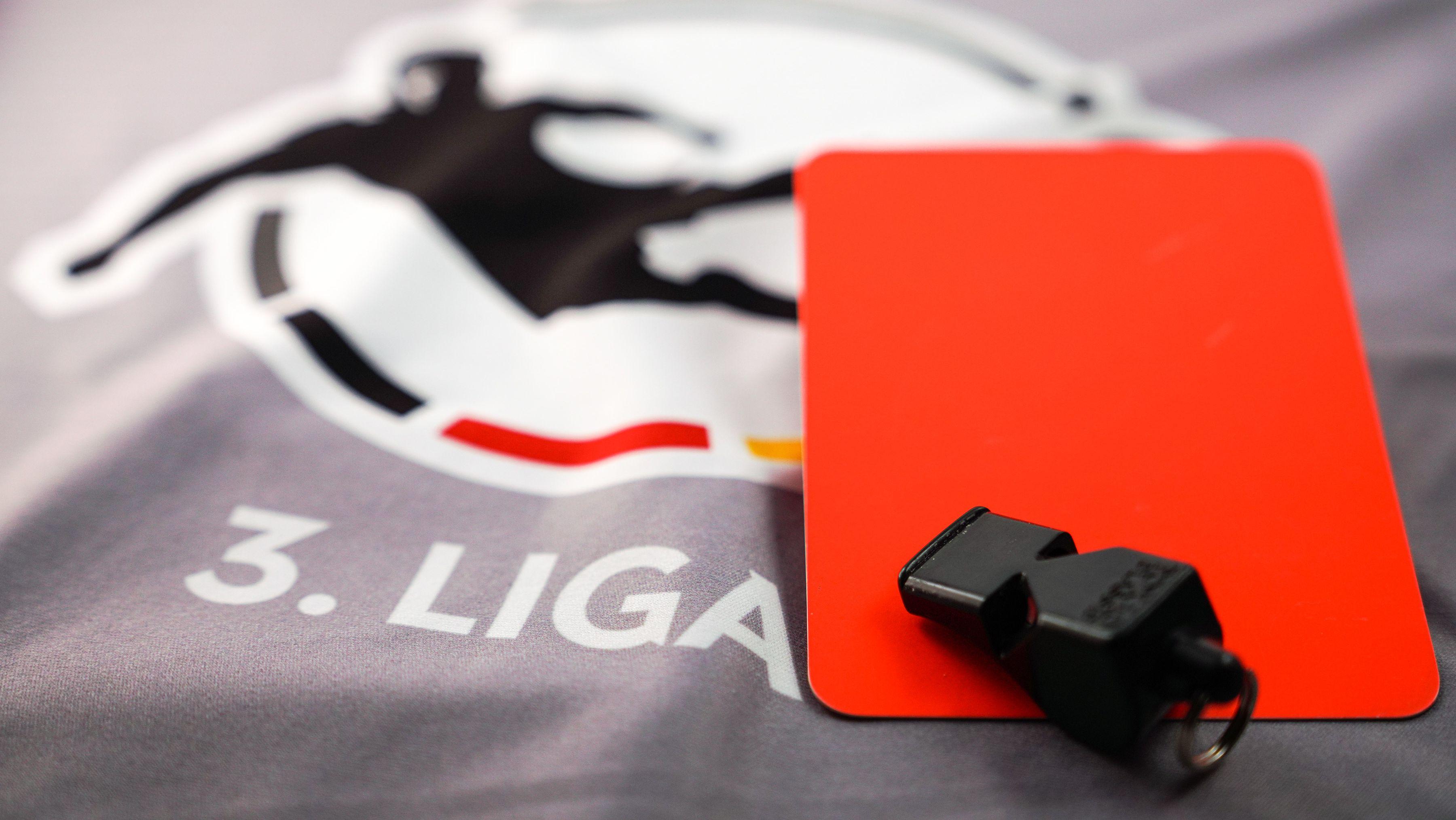 Drittligalogo, Rote Karte und Schiedsrichterpfeife