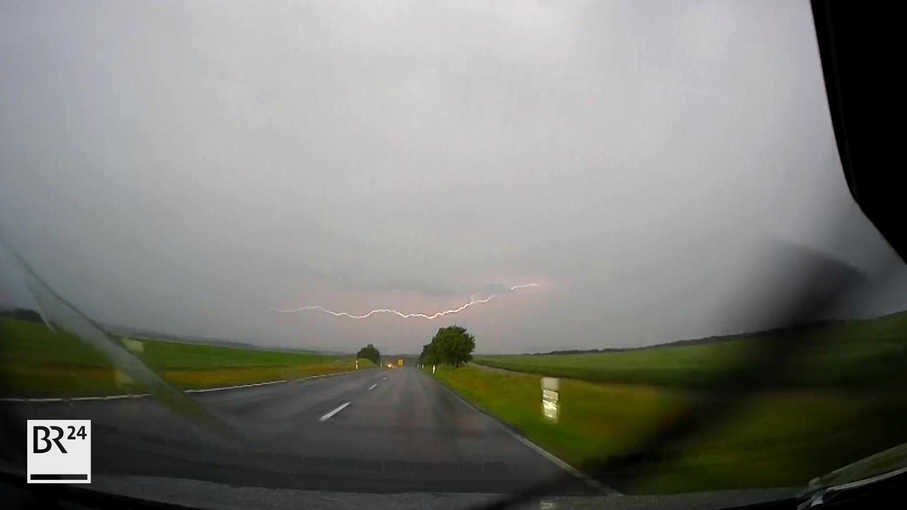 Blitz über Landstraße