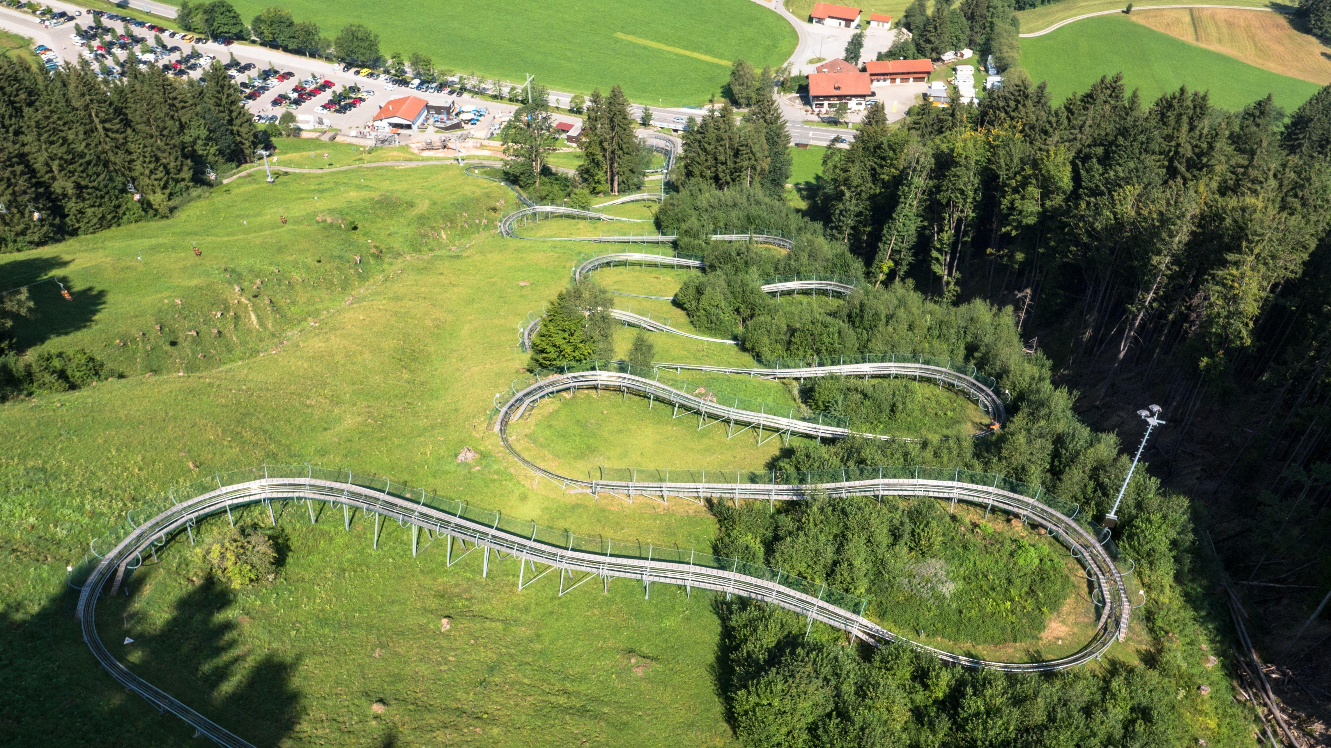 Die längste Sommerrodelbahn Deutschlands steht im Allgäu.