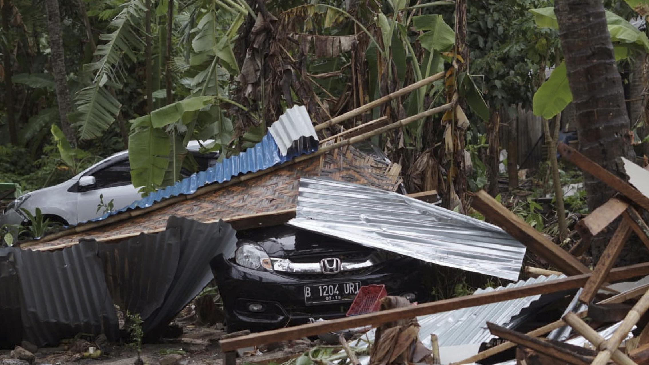Zerstörung nach Tsunami in Indonesien