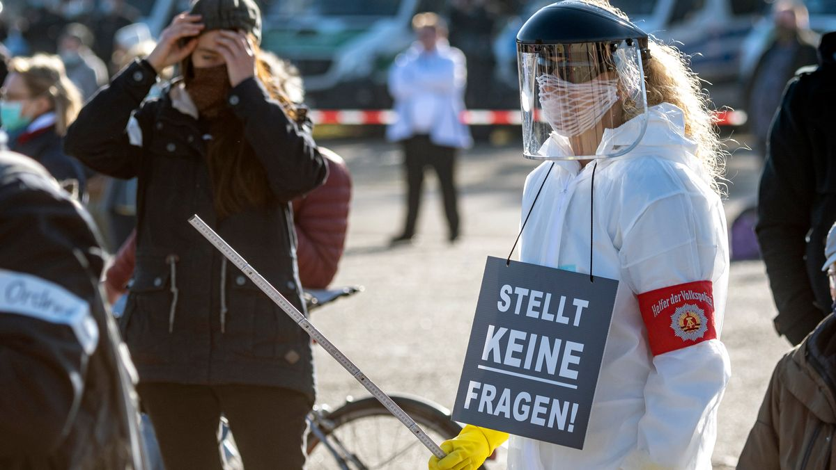 """""""Querdenken""""-Demonstration in Regensburg (14.11.2020)"""