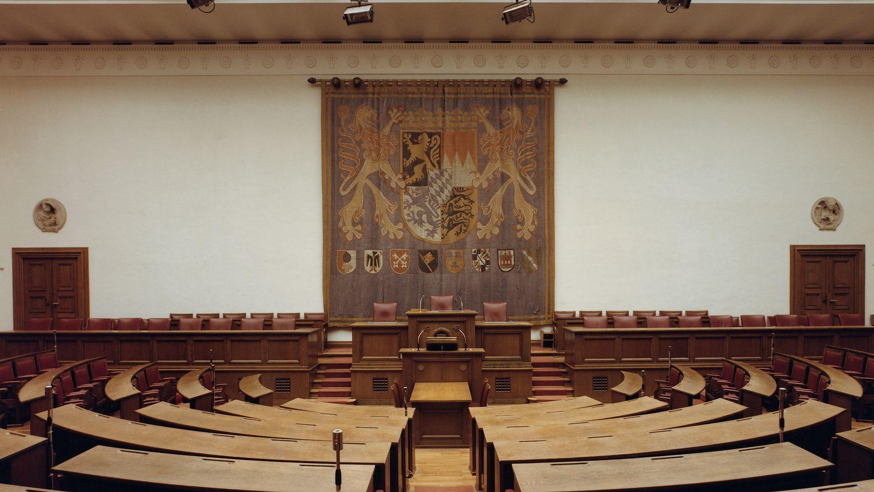 oder der Wandteppich aus dem ehemaligen Landtag.