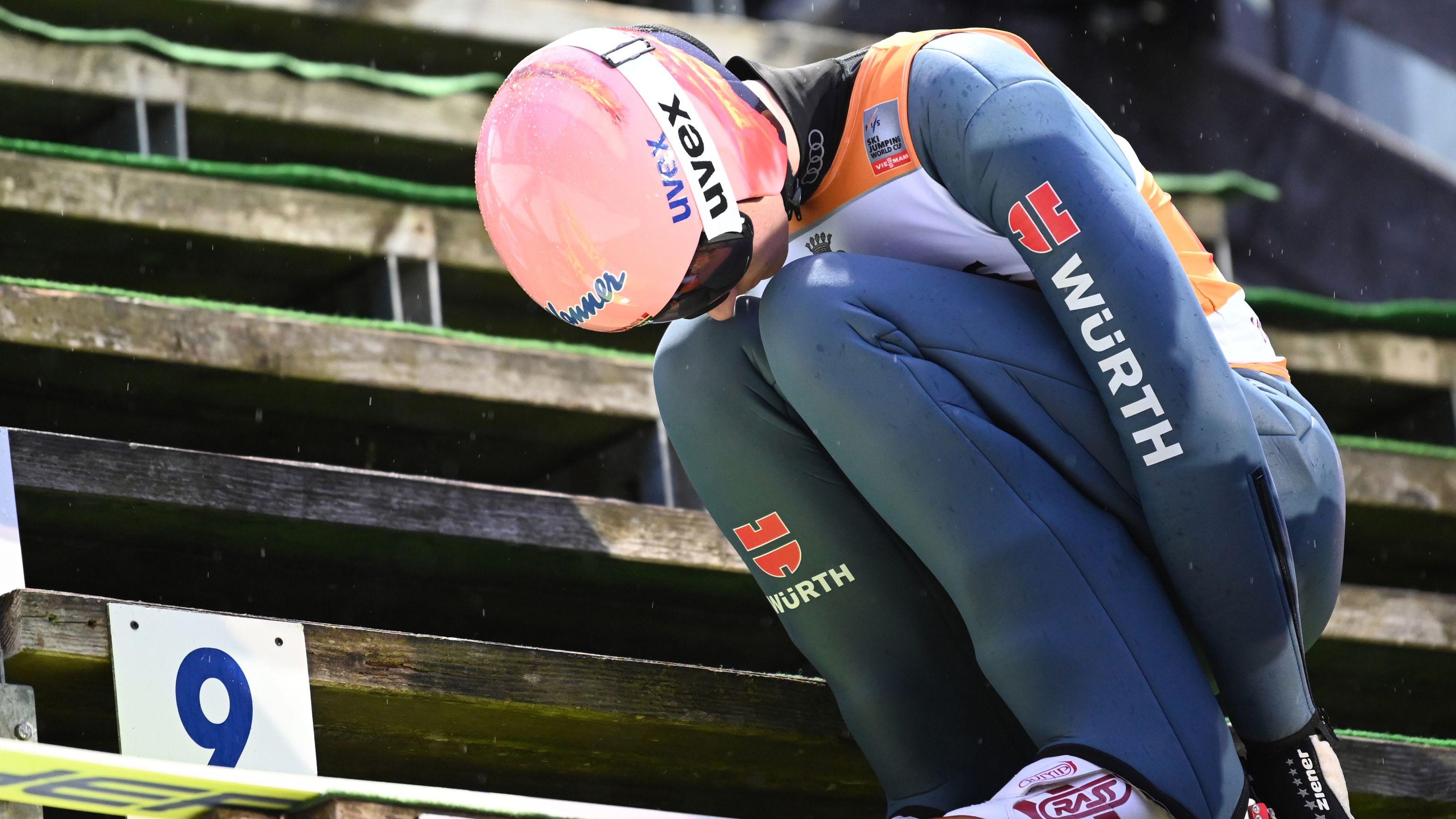 Das hatte er sich anders vorgestellt: Karl Geiger erreichte in Titisee Neustadt nur Platz zwölf.