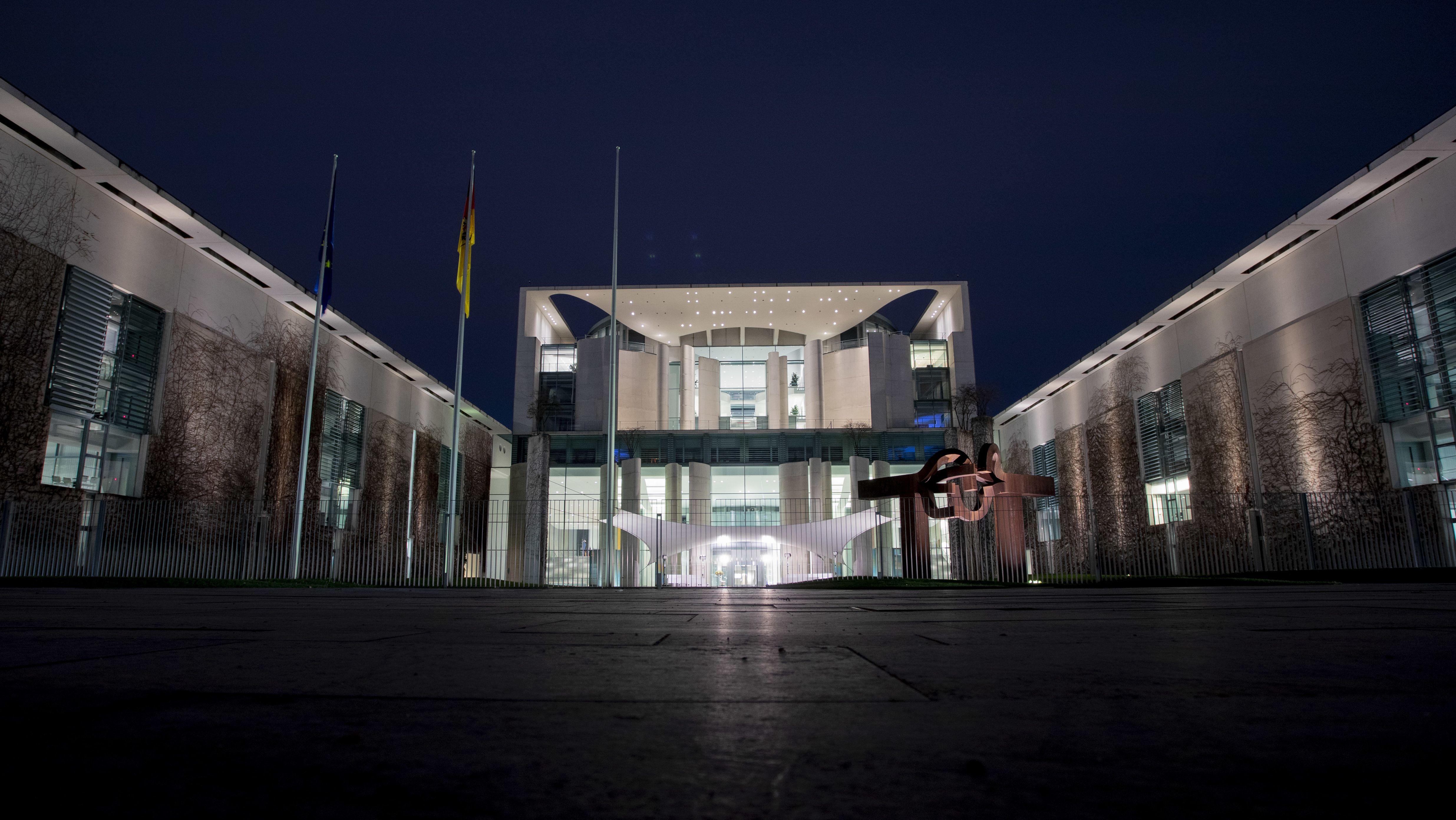 Das Kanzleramt in Berlin bei Nacht