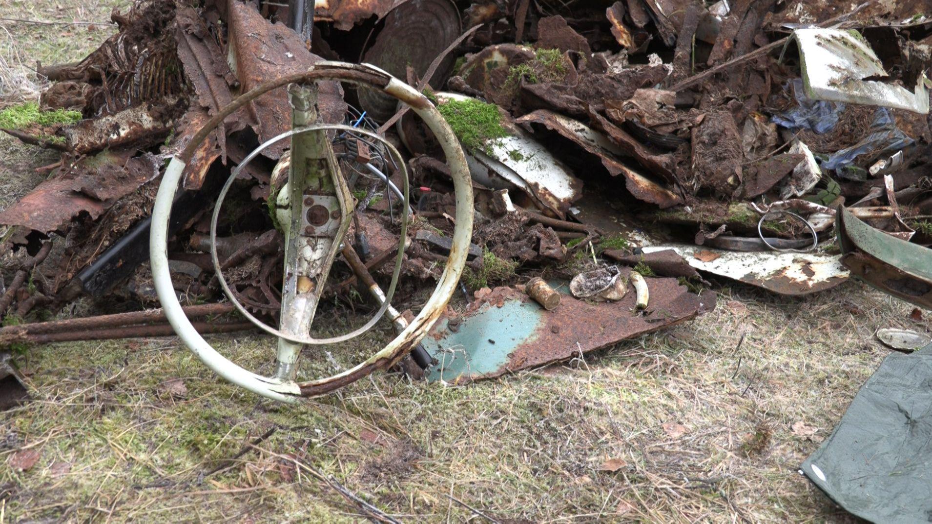Autoschrott im Wald bei Fladungen.