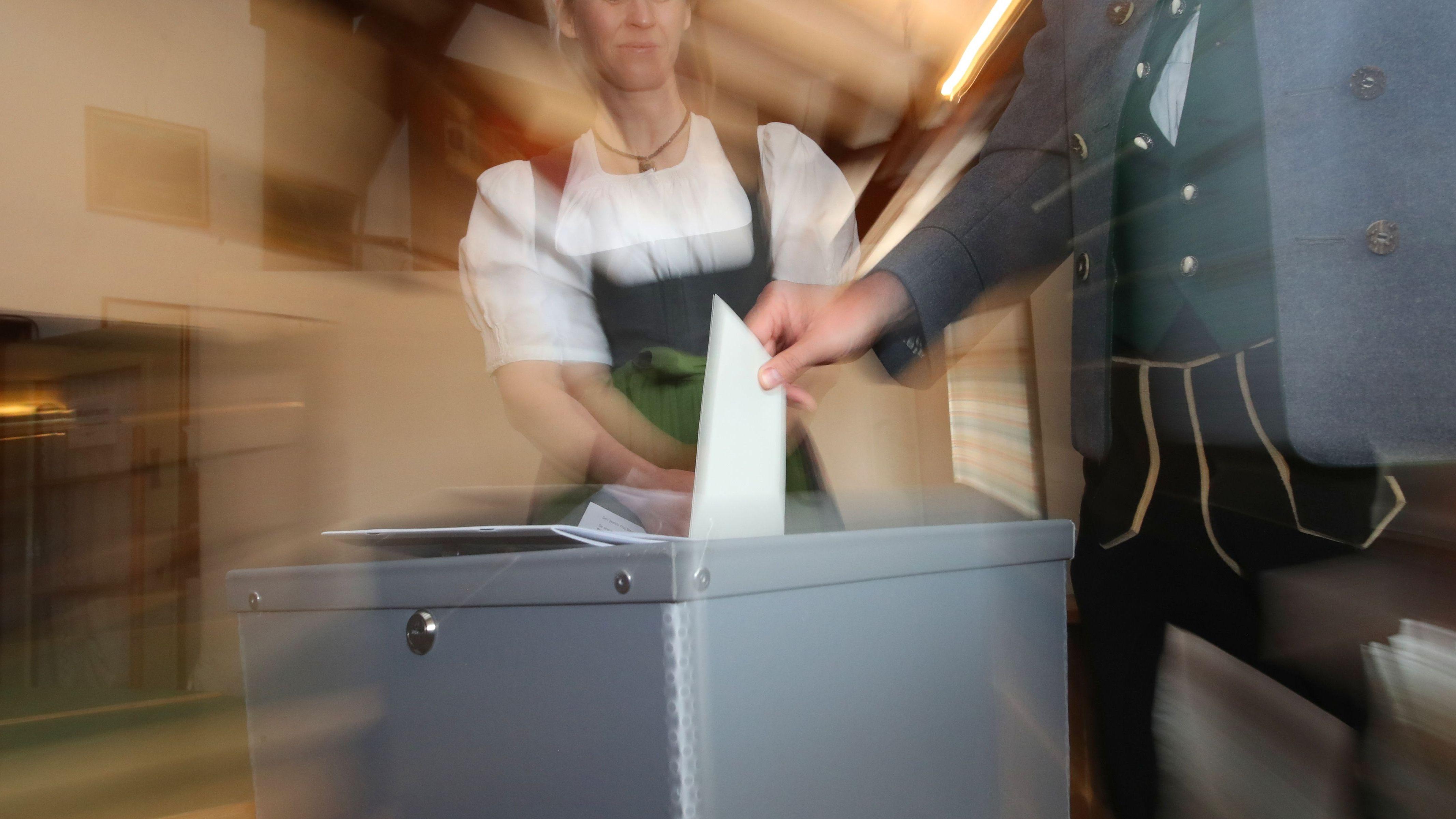 Bei der Europawahl sind in Bayern 10,2 Millionen Menschen wahlberechtigt. Es zeichnet sich eine höhere Beteiligung ab als vor fünf Jahren.