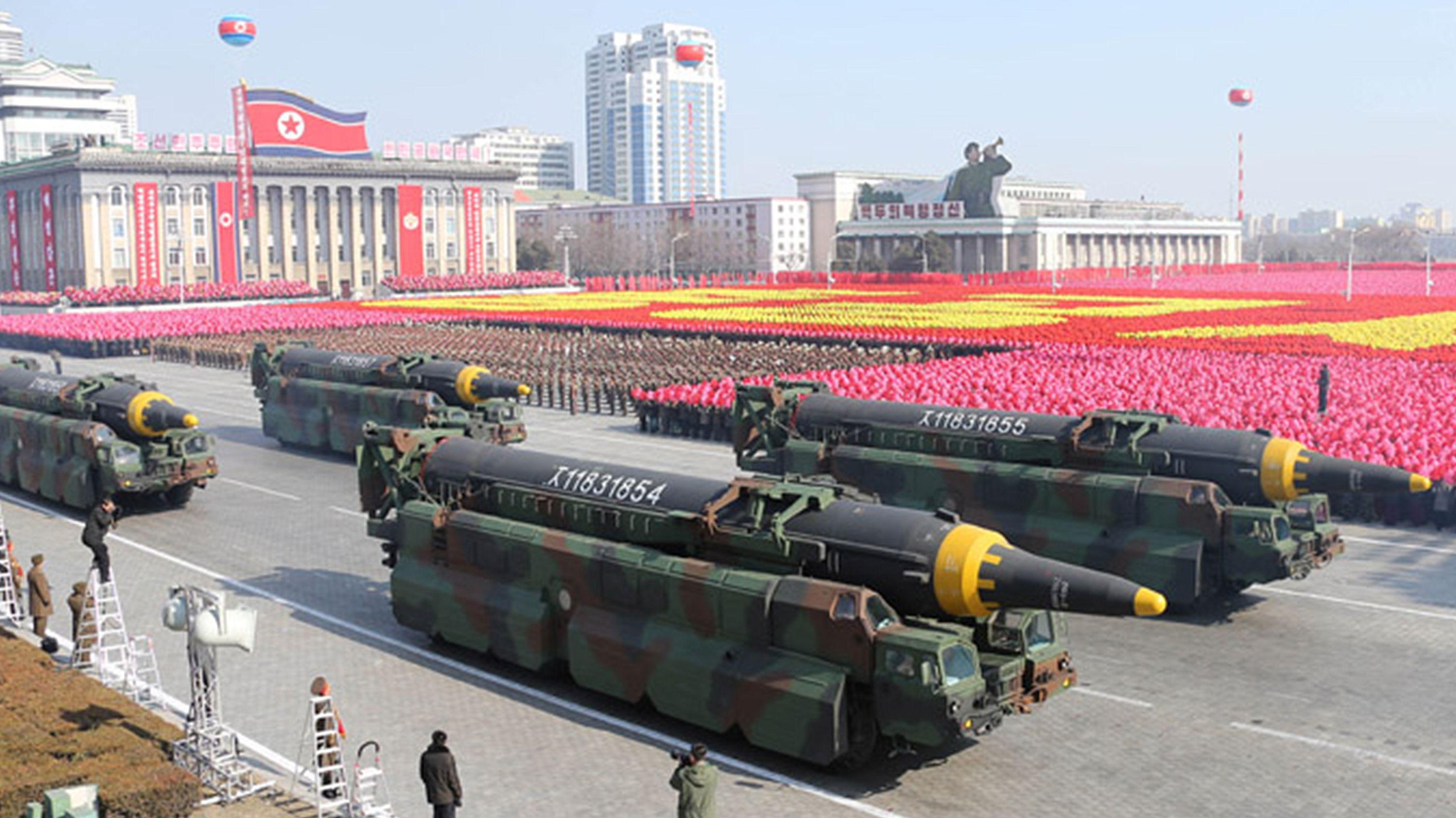 Diese Waffen stellt Nordkorea gerne zur Schau. Die Cyberkriminalität findet jedoch im Verborgenen statt.