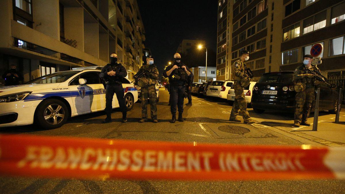 Polizeiabsperrung nach einer Attacke auf einen orthodoxen Priester im französischen Lyon.