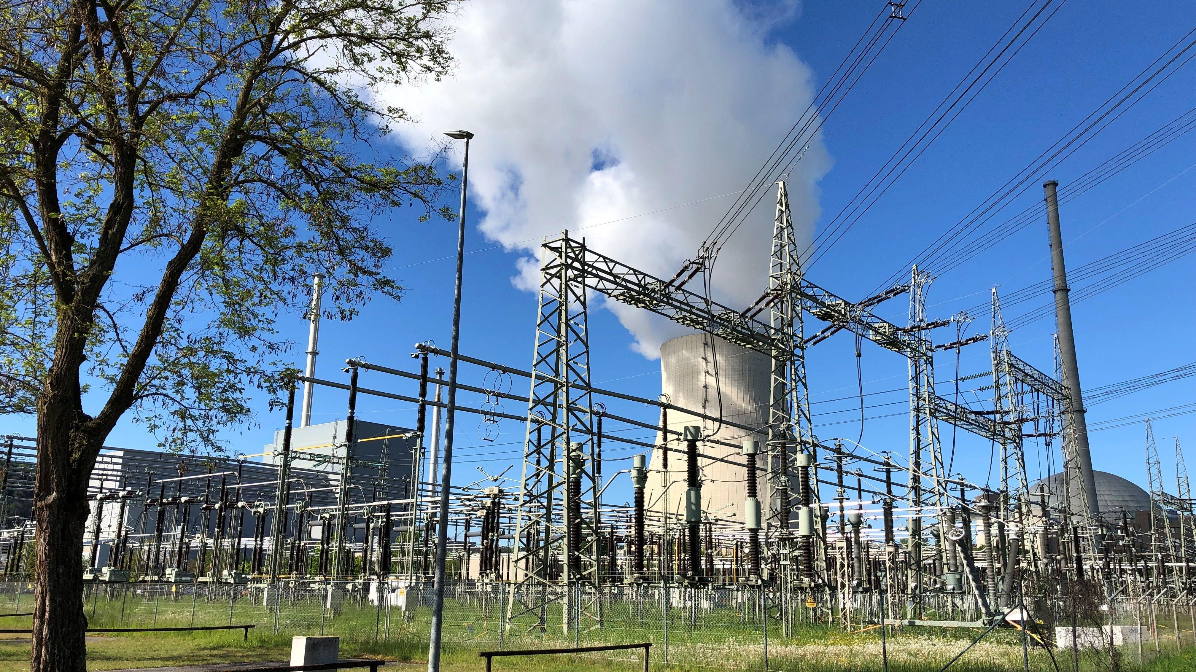 Das Ende des Atomkraft-Zeitalters rückt immer näher, jetzt steht fest: Die Abschaltung von Isar 2 wird vorbereitet.