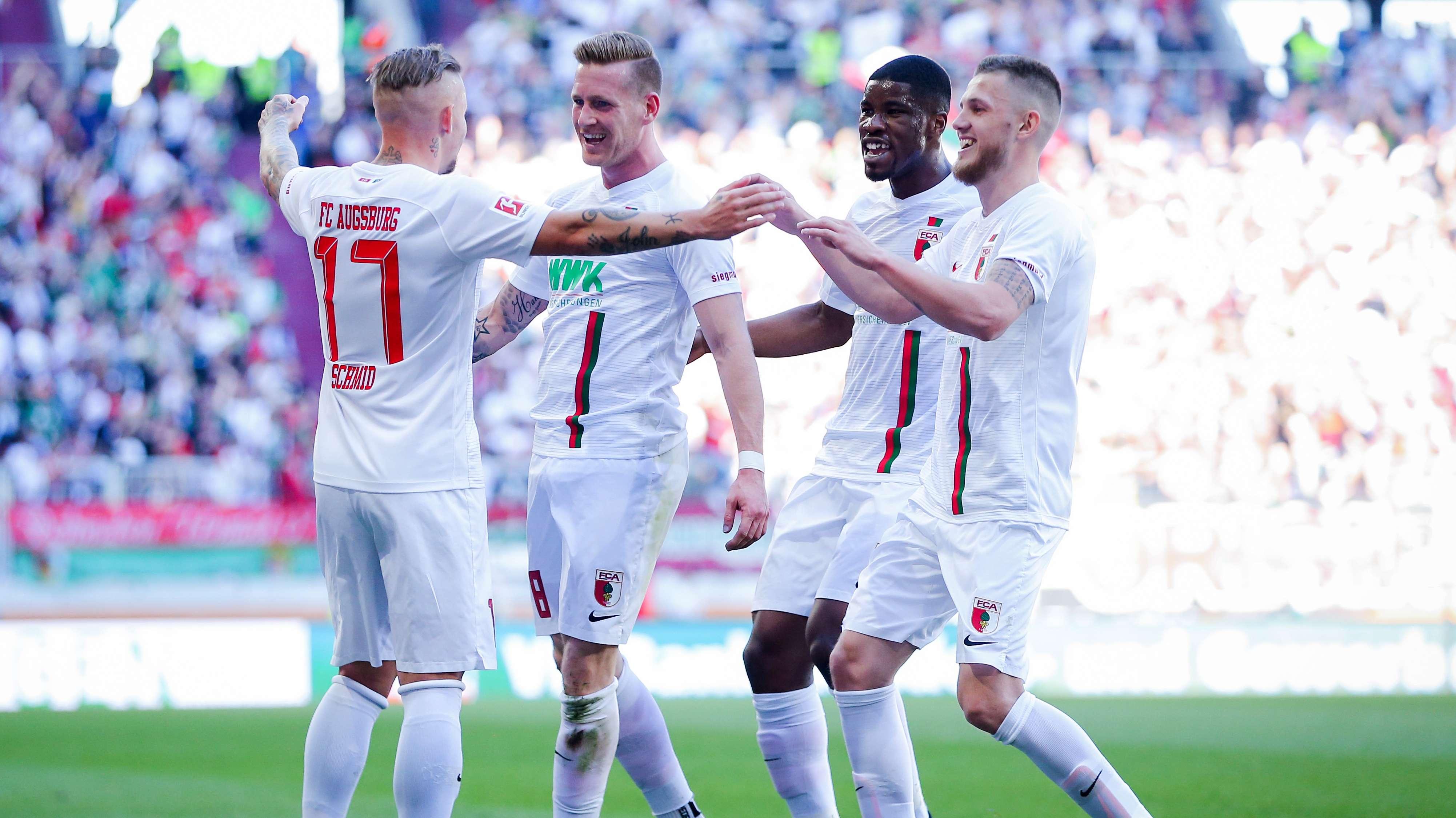 Jubelnde Spieler des FC Augsburg