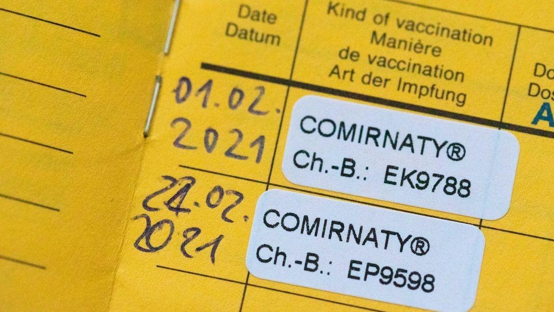 Impfpass mit Eintrag zur Corona-Impfung
