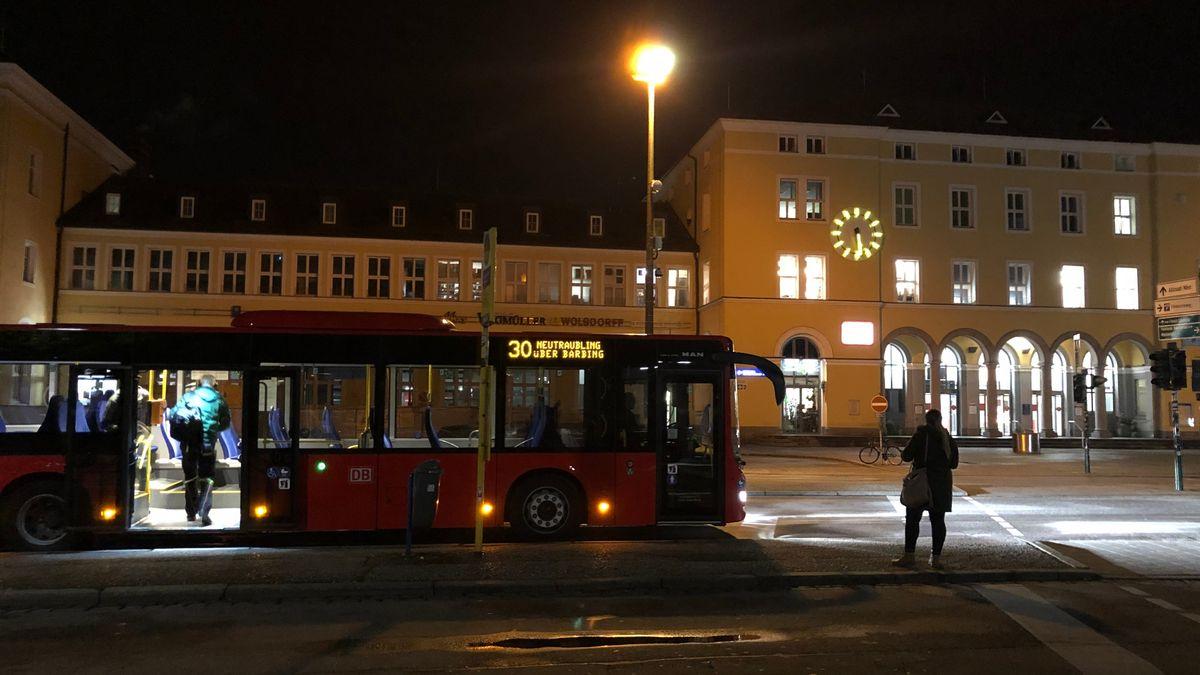 Überlandbus am Hauptbahnhof in Regensburg