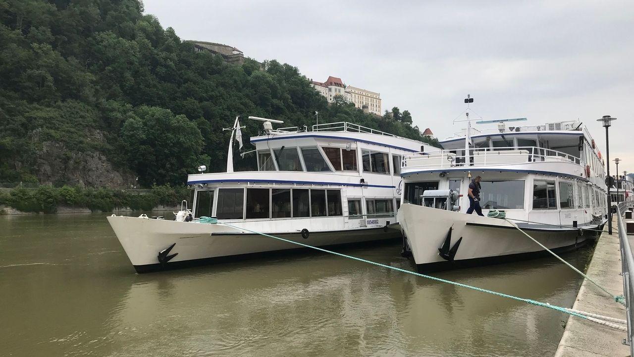 Schiffe liegen zweireihig an in Passau