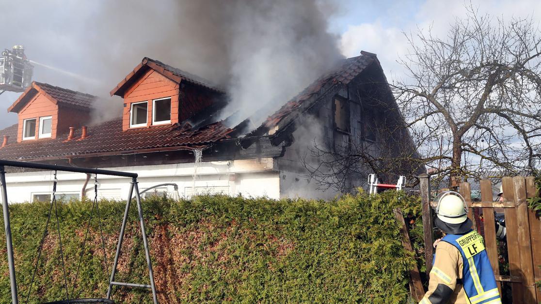Dachstuhl ausgebrannt - Sechsstelliger Sachschaden