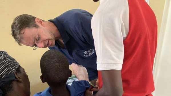 Dr. Uwe Neddermeyer bei seinem Navis e.V.-Einsatz in Mosambik
