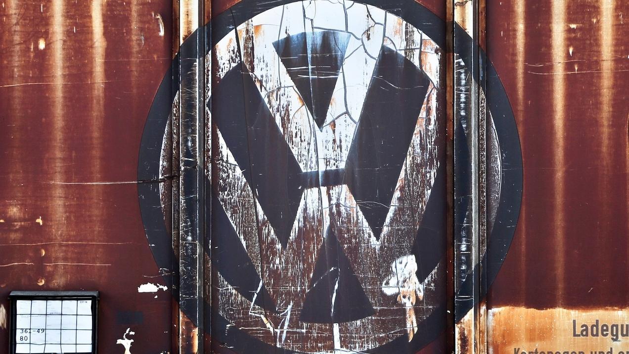 Angekratztes VW-Logo