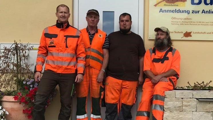 Diese vier Landschaftsgärtner der Firma Mayer haben auf der A94 eine Geisterfahrerin gestoppt.