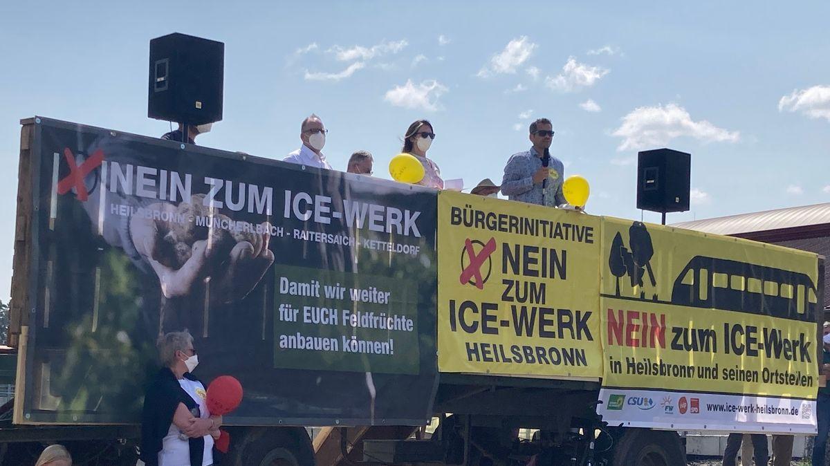 Kundgebung vor zahlreichen Betroffenen in Müncherlbach.