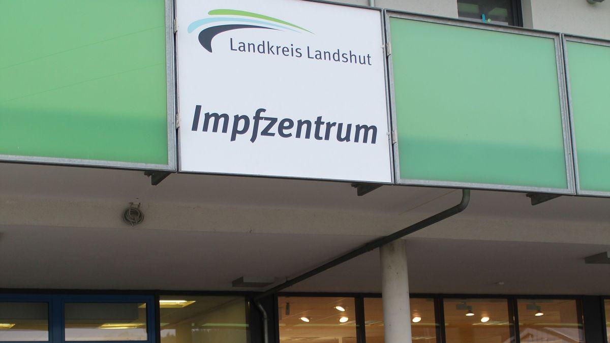 zentrales Impfzentrum des Landkreises Landshut in Kumhausen-Preisenberg
