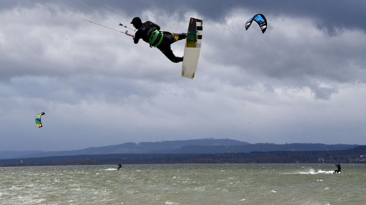 Kiter bei Sturm Sabine auf dem Ammersee