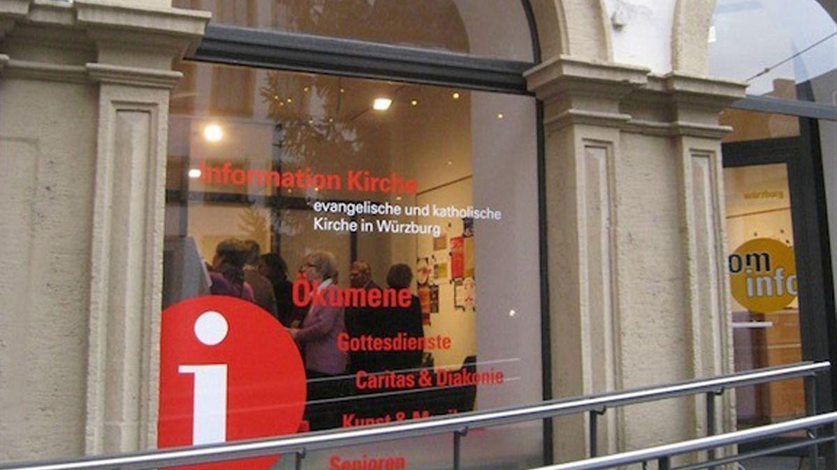 Schaufenster der ökumenischen Informationsstelle in Würzburg