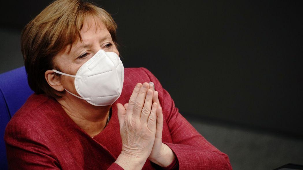Bundeskanzlerin Merkel hat im Bundestag eindringlich für die Verschärfung des Infektionsschutzgesetzes im Kampf gegen die Coronavirus-Pandemie geworben.
