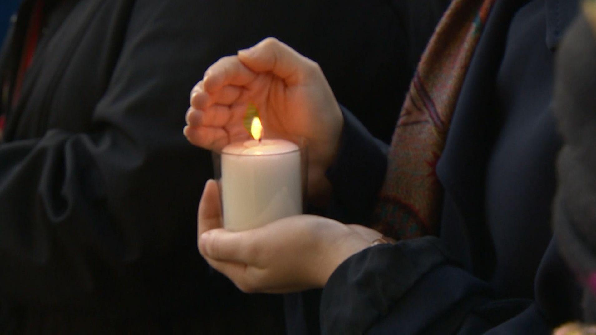 In ganz Bayern haben Bürger ihre Solidarität mit den Opfern von Halle und mit den Jüdinnen und Juden in Deutschland bekundet.