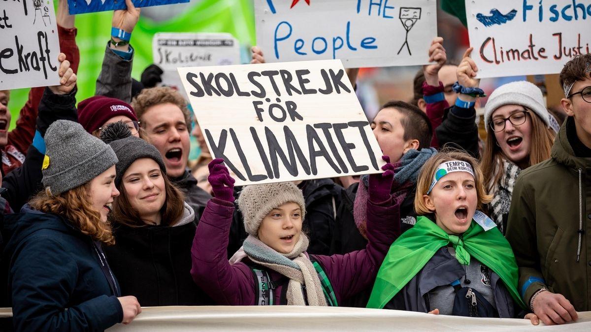 FFF-Aktivistinnen um Greta Thunberg während einer Demonstration in Hamburg im Februar 2020