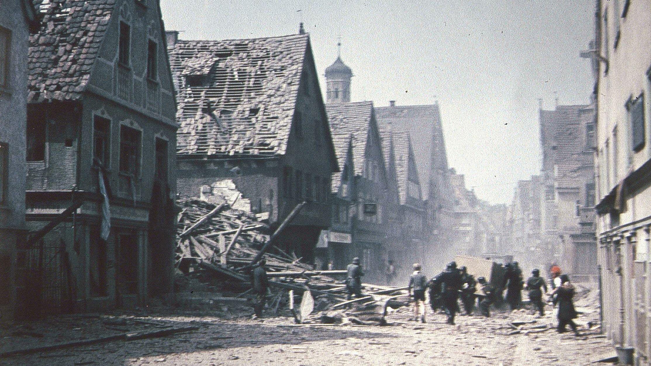 Zerstörte Häuser in der Kalchstraße.