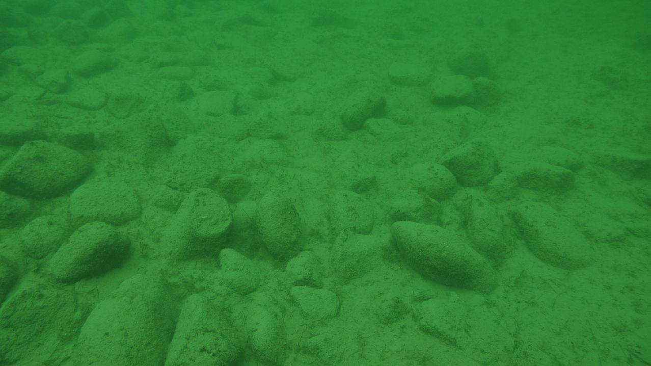 Die rätselhaften rund 170 Steinhügel auf dem Grund des Bodensees vor dem Schweizer Ufer sind nach Angaben von Forschern viel älter, als bisher vermutet worden war.