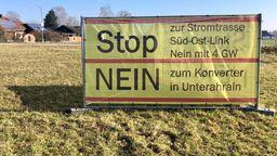 Protestplakat in Essenbach   Bild:BR/Harald Mitterer