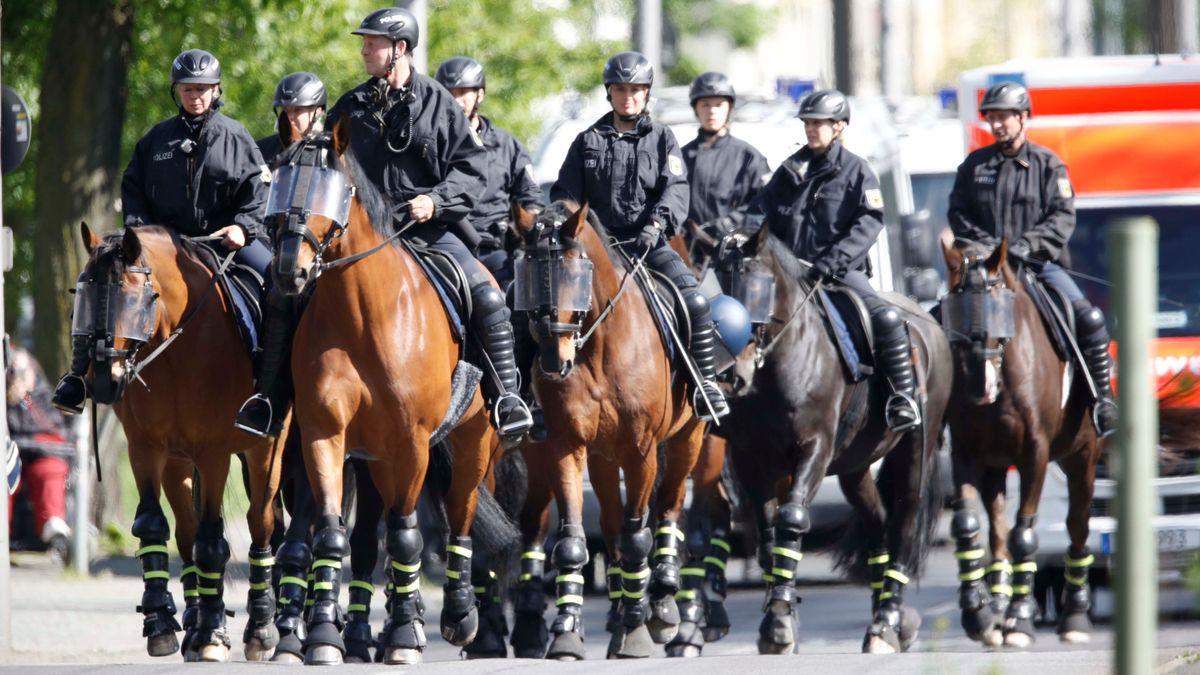 Eine Reiterstaffel der Berliner Polizei im Einsatz (Symbolbild).