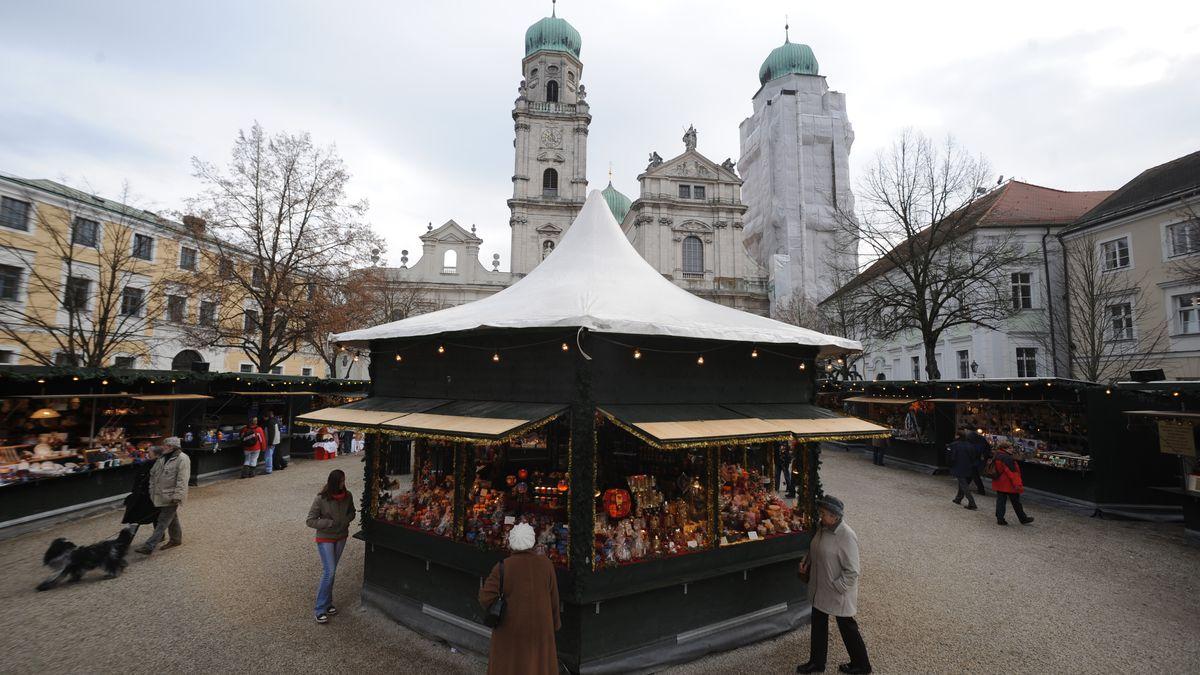Christkindlmarkt vor dem Dom St. Stephan in Passau