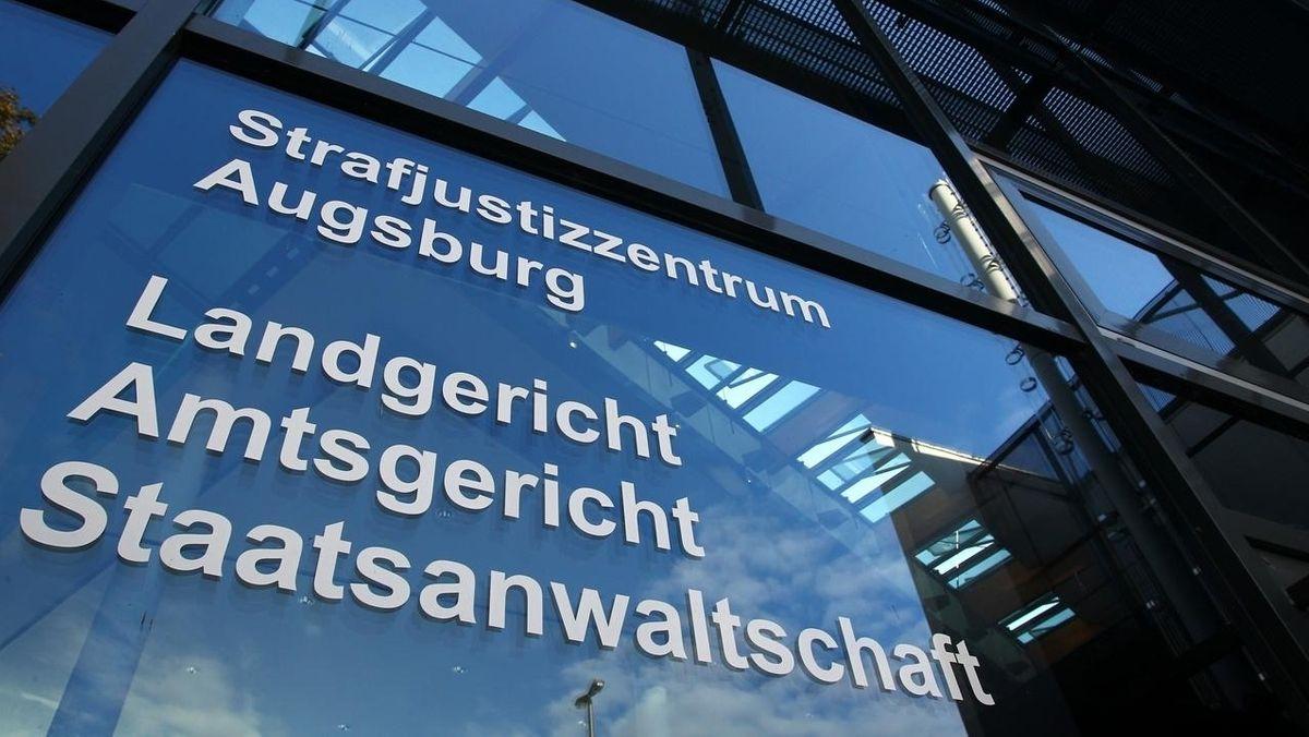 Beschriftung am Landgericht Augsburg