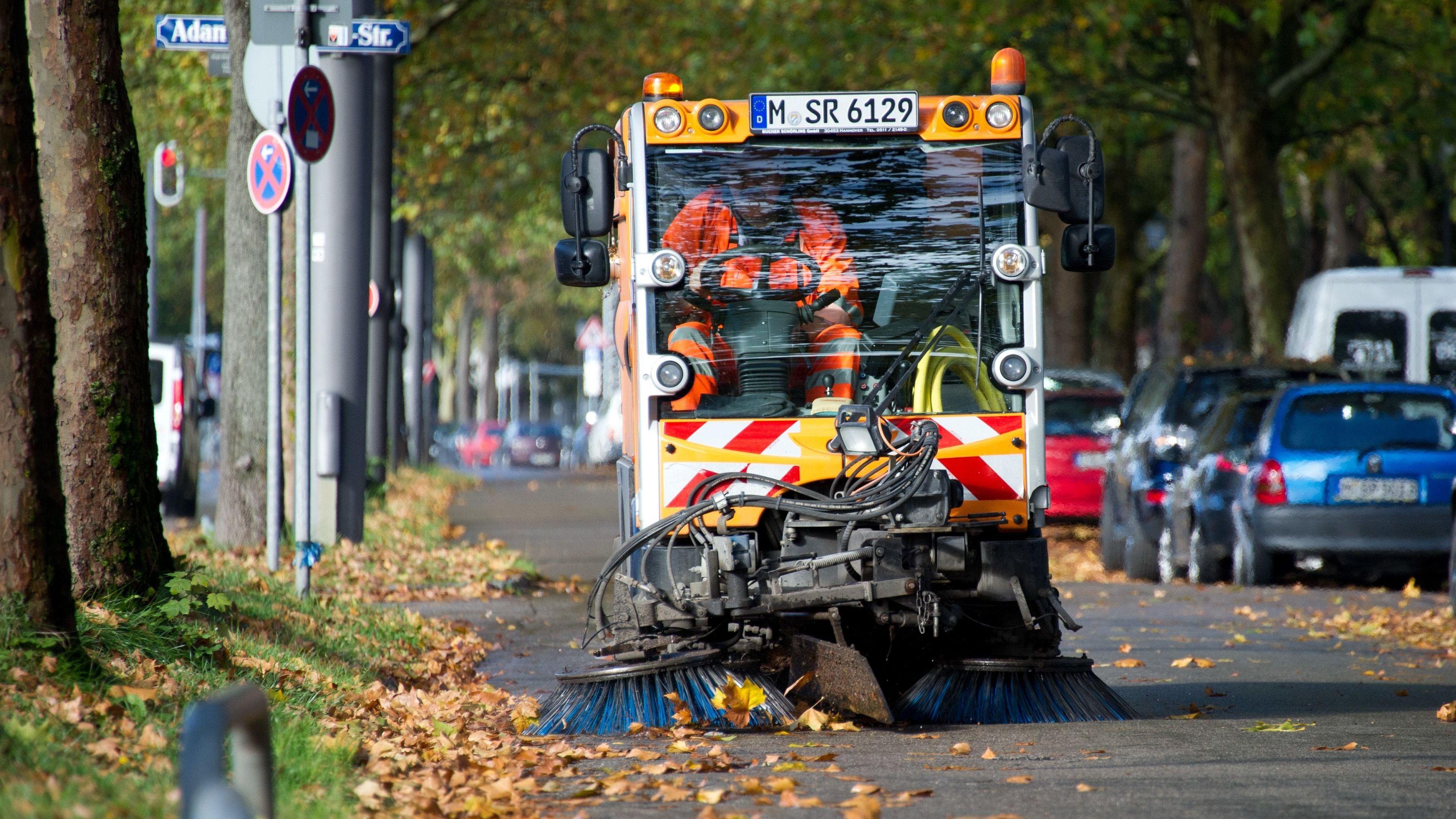 Ein Kehrfahrzeug der Münchner Straßenreinigung.