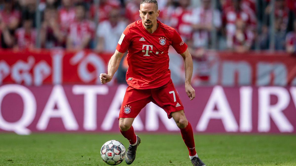 FC Bayern Muenchen - Eintracht Frankfurt: Muenchens Franck Ribery am Ball.