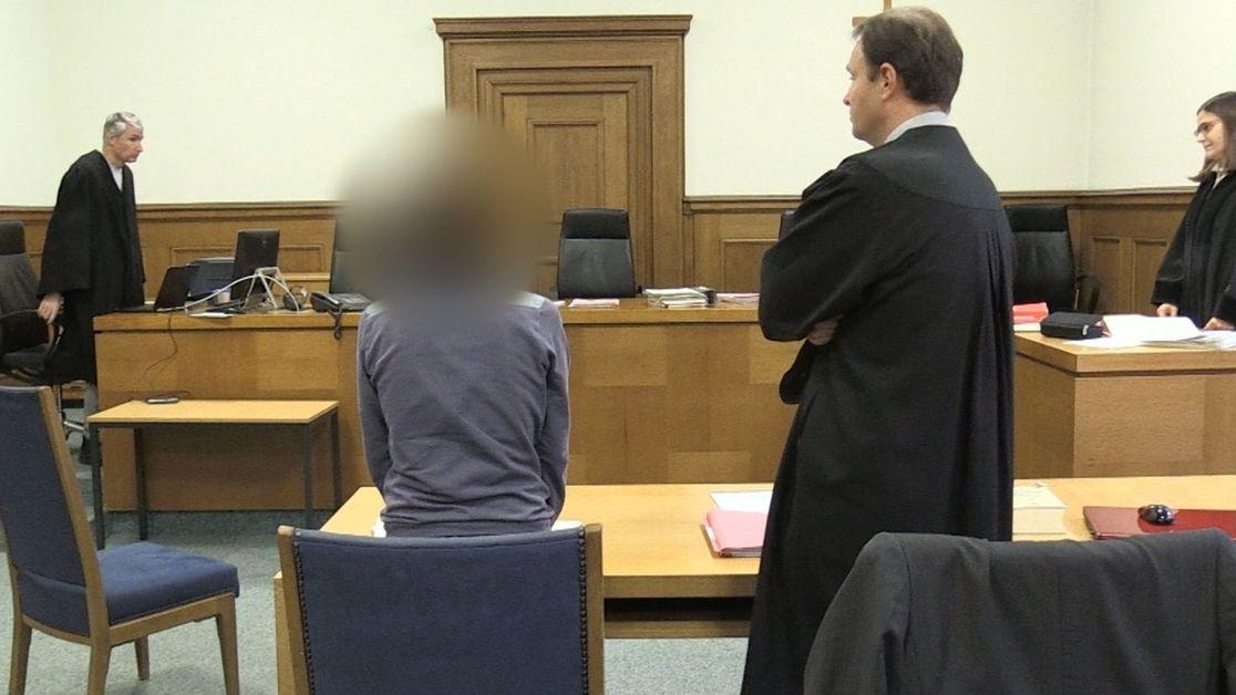 """Amtsgericht Nürnberg: Im sogenannten """"Papierflieger""""-Prozess ist eine Demonstrationsleiterin angeklagt"""