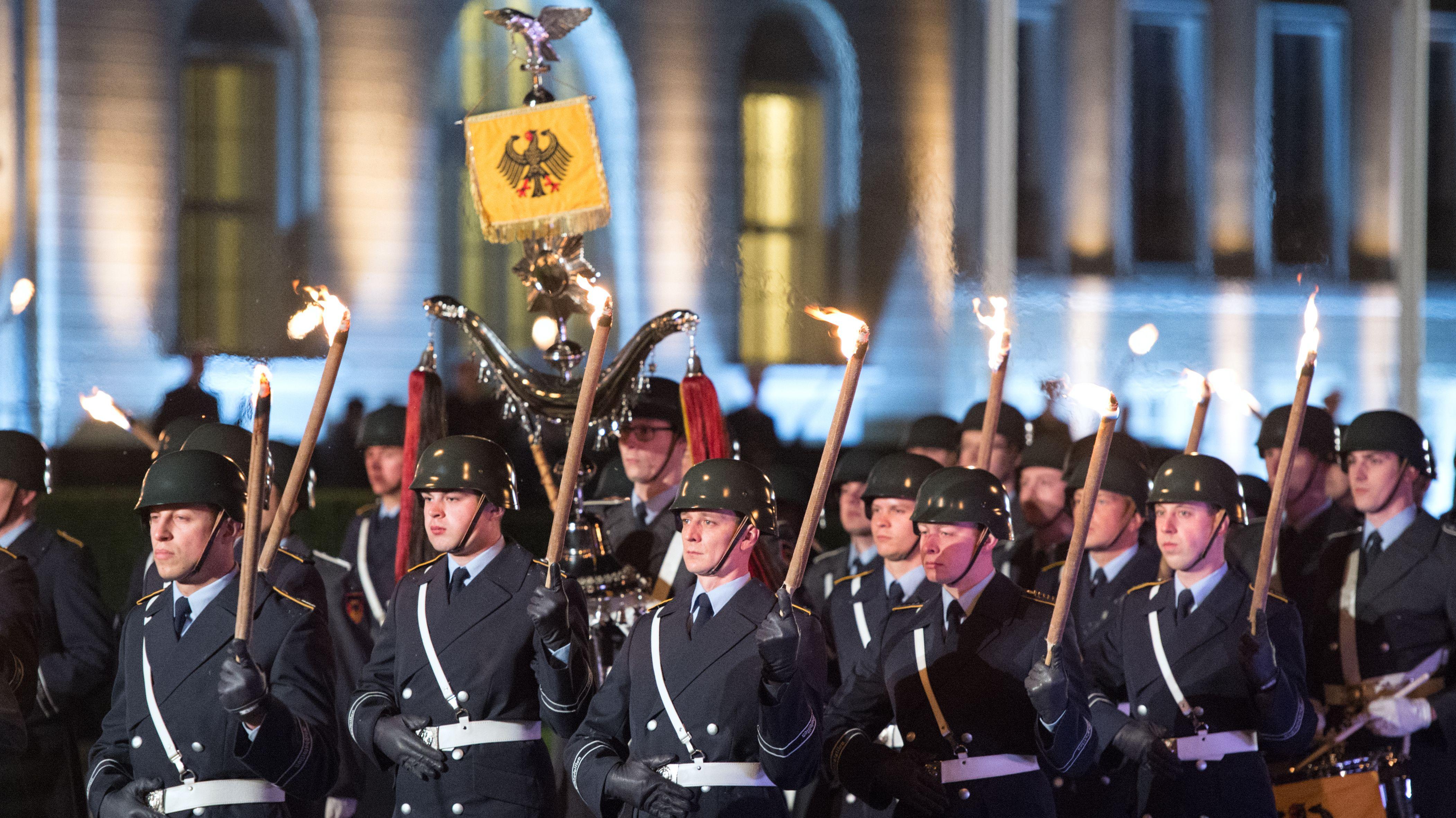 Großer Zapfenstreich zur Verabschiedung von Bundespräsident Joachim Gauck in Berlin im Jahr 2017.