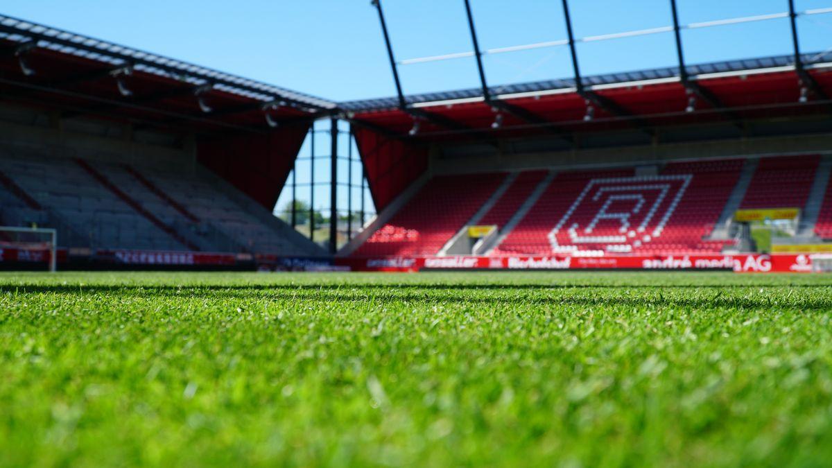 Bild von Rasen des Jahnstadions