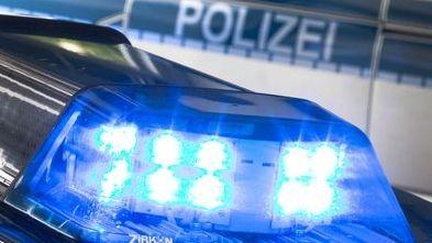 Ein Blaulicht auf einem Polizeiauto.