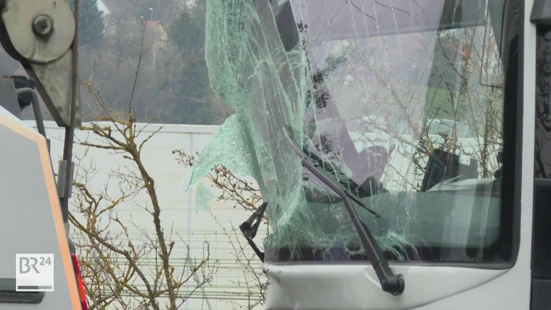 Bus-Unfall auf B27 bei Würzburg