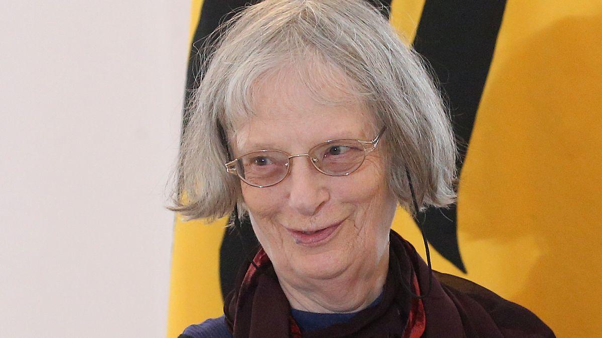 Porträt der Lyrikerin und Schriftstellerin Elke Erb, aufgenommen bei der Verleihung des Bundesverdienstkreuzes im vergangenen Jahr. Jetzt bekommt sie den Georg-Büchner-Preis, die wichtigste literarische Auszeichnung in Deutschland.