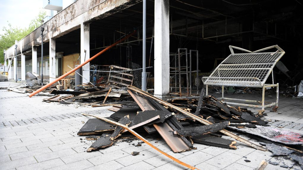 Ein zerstörter Laden in Waldkraiburg.
