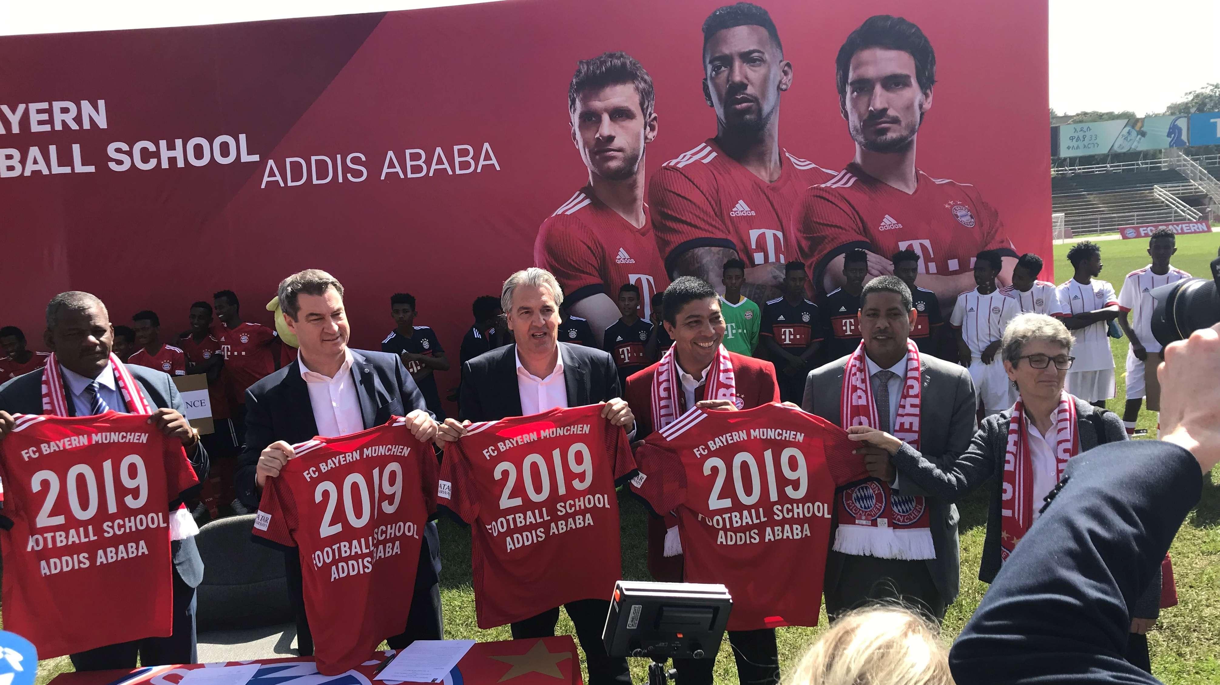 Eröffnung der ersten Fußballschule des FC-Bayern in Afrrika