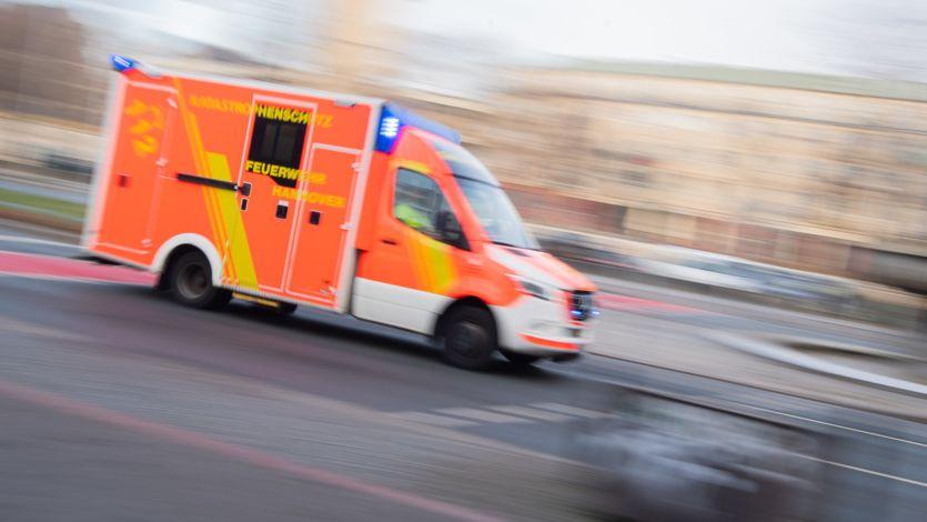 Rettungswagen im Einsatz (Symbolbild)