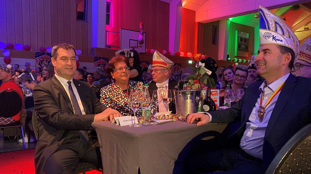 Markus Söder und Hubert Aiwanger bei Verleihung in Kitzingen